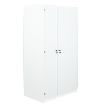 Notebooktower mit Türen und 2 Steckdosenleisten